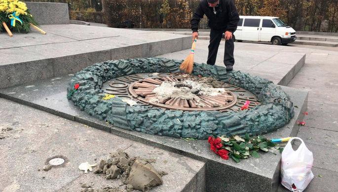 МИД назвал «отвратительные» причины осквернения Вечного огня в Киеве