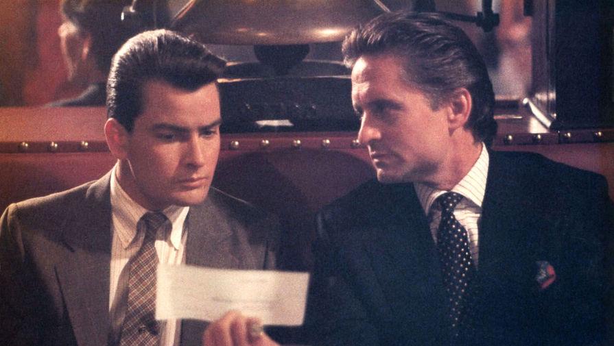 Чарли Шин и Майкл Дуглас в сцене из фильма «Уолл Стрит» (1987), снятой в ресторане 21 Club