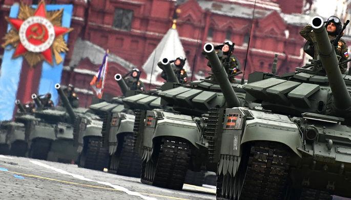 Танки Т-72Б3М на военном параде в честь 76-й годовщины Победы в Великой Отечественной войне в Москве, 9 мая 2021 года