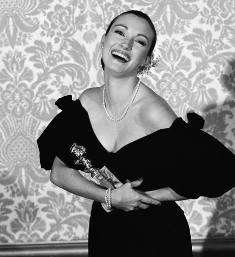 В 1982 году Джейн Сеймур получила «Золотой Глобус» за роль в мини-сериале «К востоку от рая». А в 1996 году она получила эту же награду за сериал «Доктор Куин, женщина-врач»