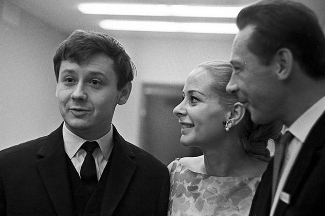 Олег Табаков, Женевьева Паж и Олег Ефремов на IV Международном кинофестивале в Москве, 1965 год