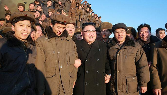 Ким Чен Ын во время запуска ракеты, фотография опубликована 13 февраля 2017 года