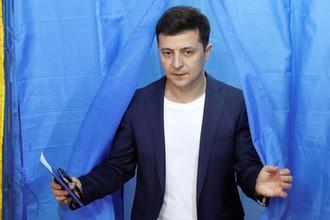 Кандидат в президенты Украины Владимир Зеленский на избирательном участке в Киеве, 21 апреля 2019 года