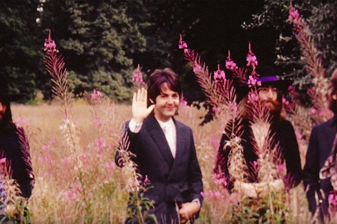 Кадр из клипа «The Beatles — Here Comes The Sun»