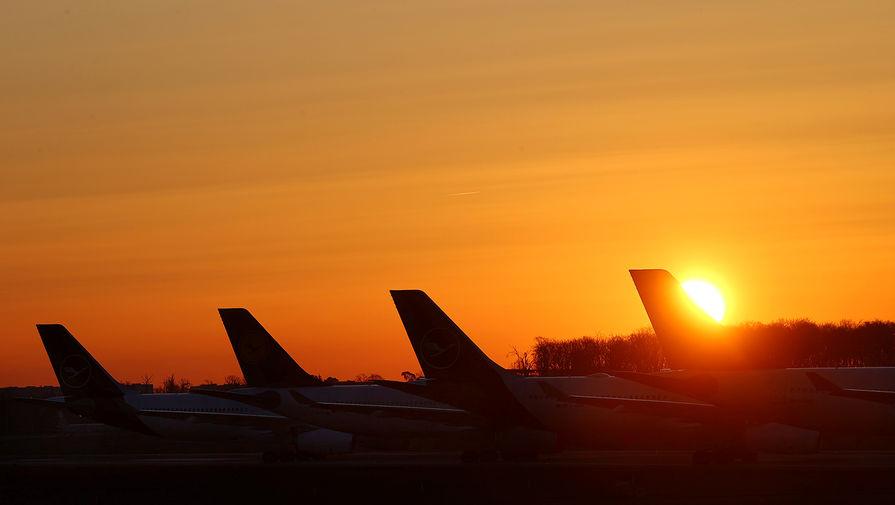 Самолеты авиакомпании Lufthansa в аэропорту Франкфурта, Германия, 24 марта 2020 года