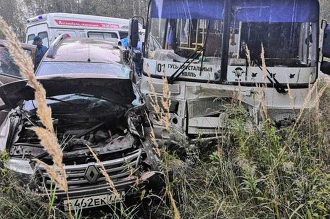 На месте смертельной аварии с участием легкового автомобиля и автобуса на трассе «Владимир – Гусь-Хрустальный – Тума», 21 сентября 2020 года