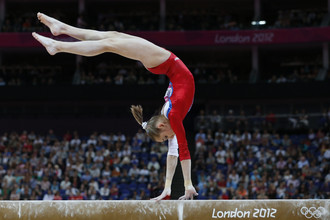 Виктория Комова выиграла квалификацию в многоборье