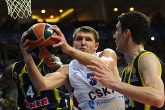 Виктор Хряпа подвергся жесткому прессингу со стороны игроков «Фенербахче»