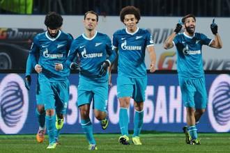 После окончания первого круга «Зенит» возглавляет таблицу Премьер-лиги