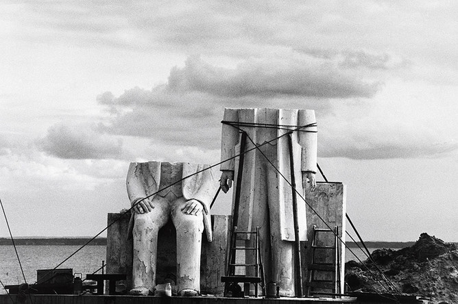 Сибилле Бергеман из серии «Памятник». 1975–1986. Ч/б фотография, 40,5 x 58 см