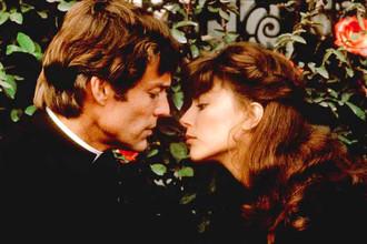 Кадр из фильма «Поющие в терновнике», 1983 год