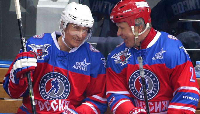 Владимир Путин и первый заместитель председателя комитета Совета Федерации по социальной политике...