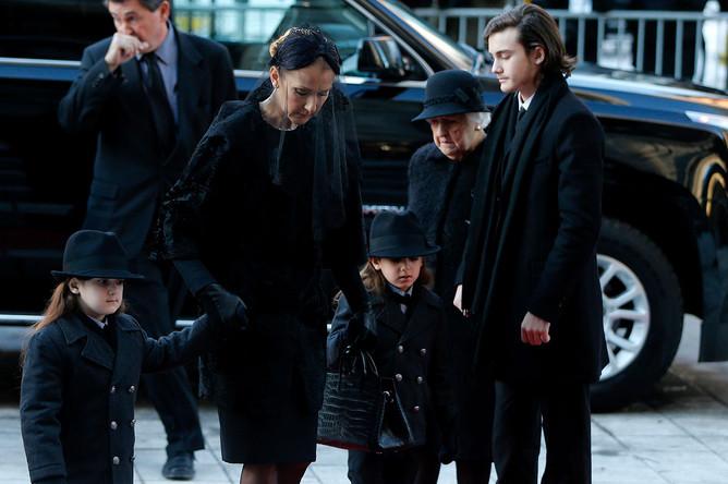 Селин Дион с детьми прибывают на церемонию прощания с мужем Рене Анжелилом