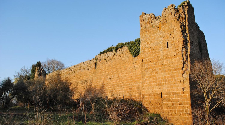 Замок XI века Кастелло ди Блера в Лацио