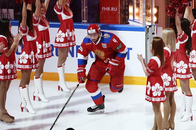 Игрок сборной России Владислав Гавриков перед началом матча между Россией и Швецией в Москве, 14 декабря 2017 года