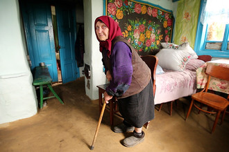 Славута. Украина. Баба Маня. 90 лет. Фотография: Лео Вайн