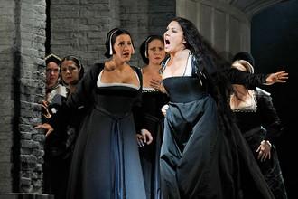 Анна Нетребко в заглавной роли в опере Доницетти «Анна Болейн» в Метрополитен-опере, 2011 год