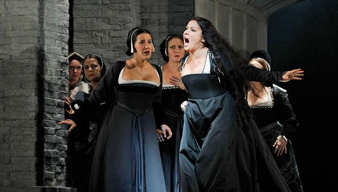 Анна Нетребко в заглавной роли в опере Доницетти «Анна Болейн» в Метрополитен-опере...
