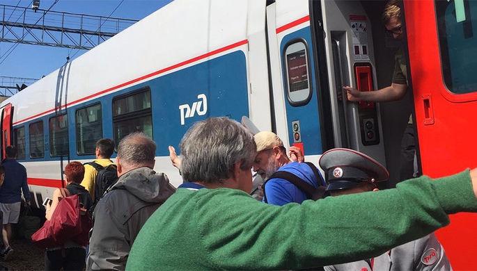 На месте столкновения поезда и электрички у Курского вокзала в Москве