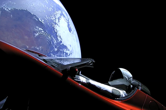 Прямая трансляция из электромобиля Илона Маска Tesla Roadster на орбите Земли после запуска ракеты Falcon Heavy с мыса Канаверал во Флориде, 6 февраля 2018 года