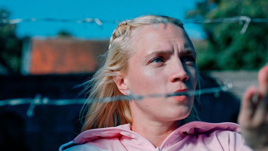 Кадр из сериала «В изоляции» (2020)