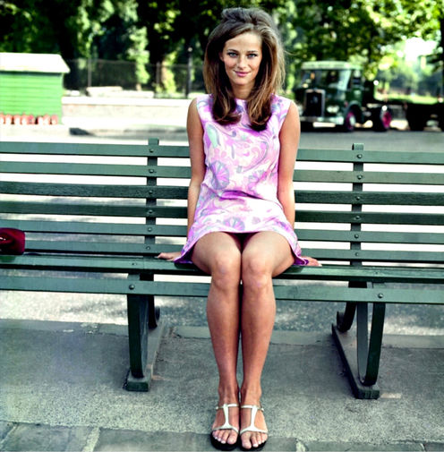 В юности Рэмплинг пошла по стопам матери и окончила академию искусств в Версале. Когда ей исполнилось 17 лет, она начала работать моделью. Пышные укладки, характерные для 60-х мини-платья и пушистые шубы не по погоде — образ Рэмплинг вскоре сделал из нее икону стиля.