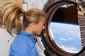 Астронавтка NASA Карен Найберг на борту МКС, 2008 год