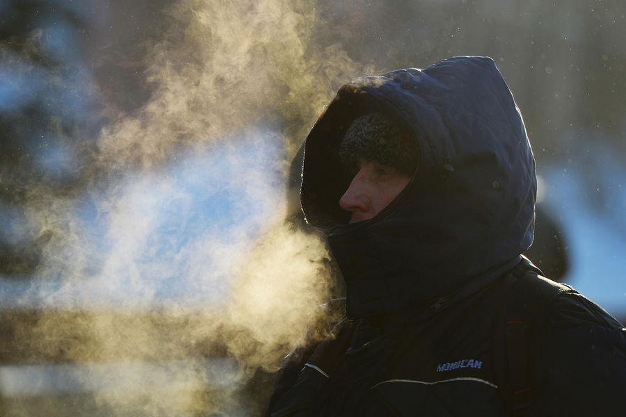 Мужчина наулице Москвы вморозный день