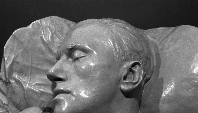 Посмертная маска поэта Владимира Маяковского, снятая скульптором Сергеем Меркуловым