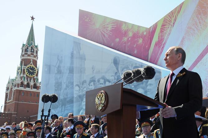 Президент России Владимир Путин выступает на Красной площади во время военного парада, посвященного 71-й годовщине Победы в Великой Отечественной войне