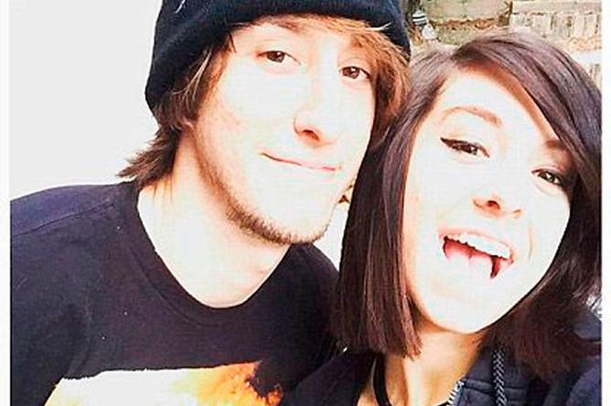 Полицейские отметили героическое поведение младшего брата певицы Марка Гримми (на фото с сестрой), который помог задержать нападавшего, прежде чем тот застрелил себя