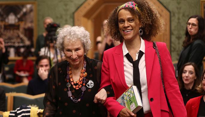 Маргарет Этвуд и Бернардин Эваристо в день церемонии вручения Букеровской премии в Лондоне, 14 октября 2019 года