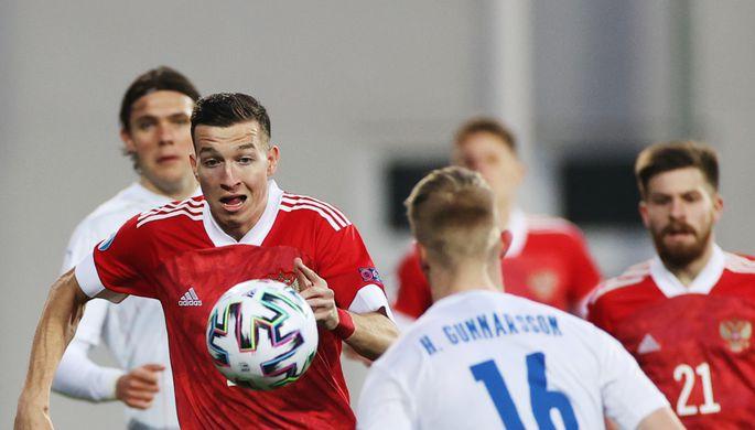 Денис Макаров в составе сборной России в матче чемпионата Европы по футболу — 2021 среди молодежных команд