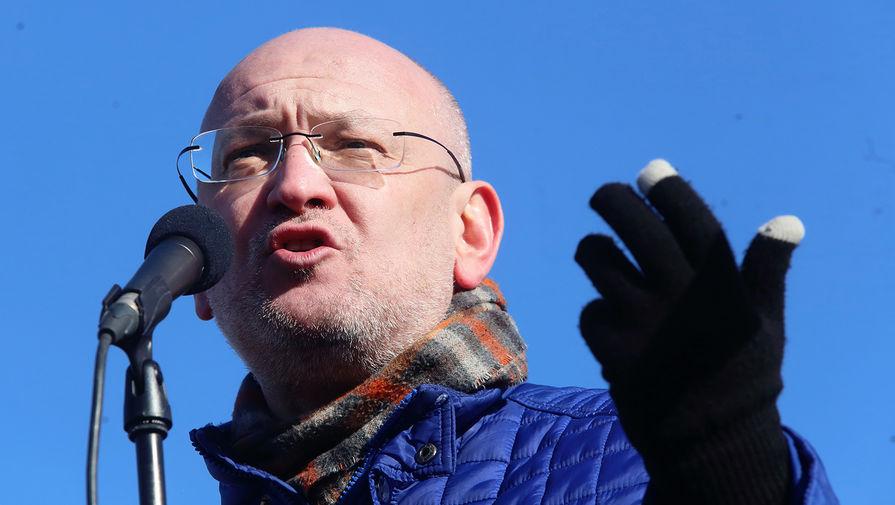 У петербургского депутата Максима Резника проходят обыски