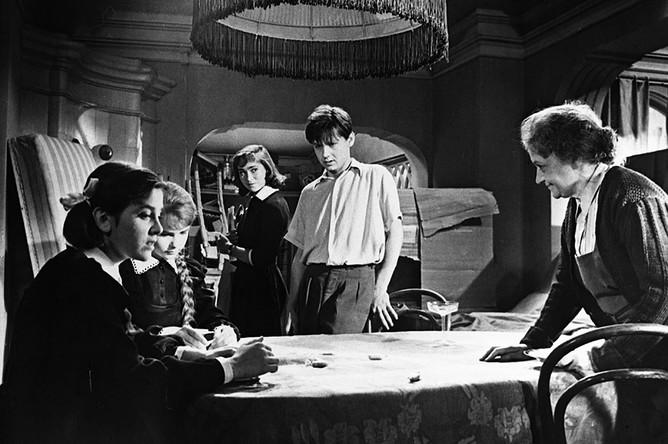 Кадр из художественного фильма «Шумный день» (1960)