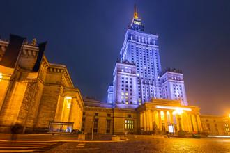 Дворец Культуры и Науки в центре ночной Варшавы