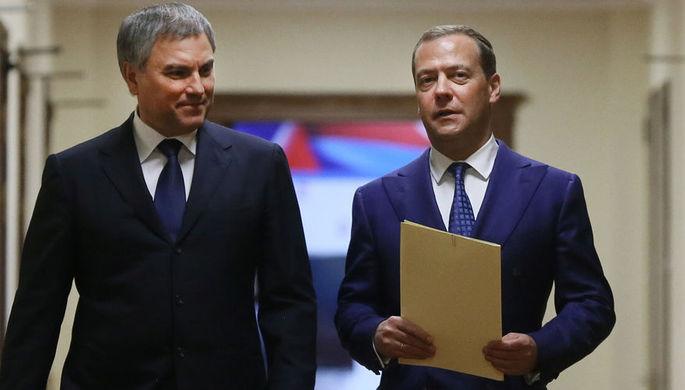 Исполняющий обязанности председателя правительства России Дмитрий Медведев и председатель Госдумы...
