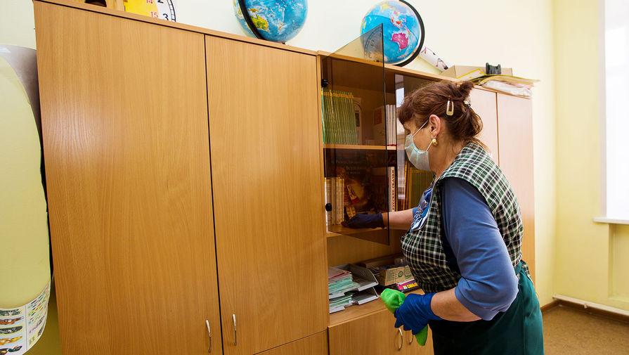 Закрытие школ из-за коронавируса вызвало рост спроса на нянь