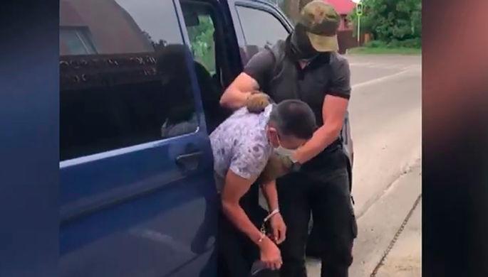 Участник вооруженной группы Русланбек Арсланов, который по данным следствия, в 1999 году совершил посягательство на жизнь российских военнослужащих на территории Ботлихского района Республики Дагестан.