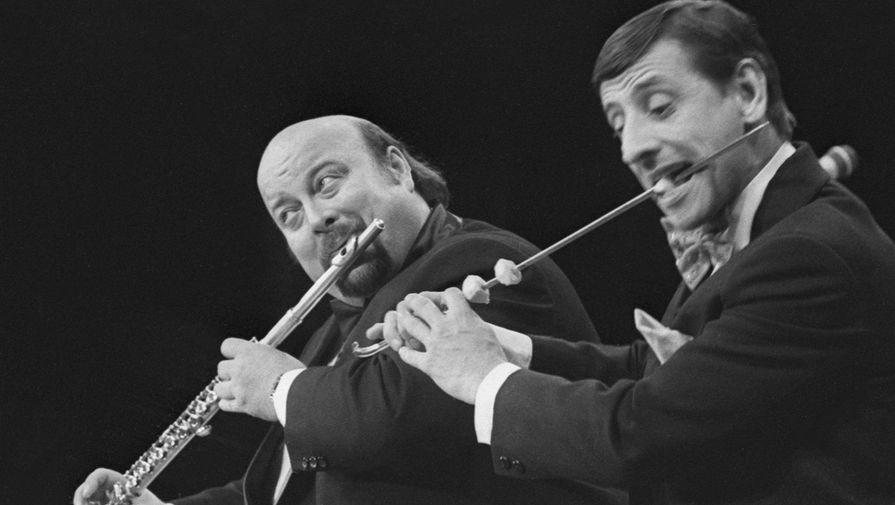 Вячеслав Войнаровский (слева) и Анатолий Калмыков (справа) во время выступления в Таллине, Эстония, 1986 год