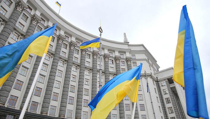 Втайне от всех: украинские элиты прививаются от COVID-19