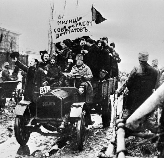 Отряд народной милиции на улице Киева во время Февральской революции, 1917 год