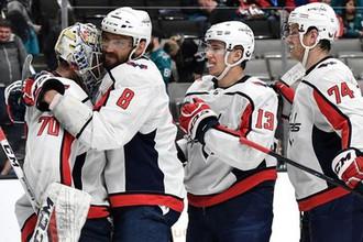 Хоккеисты «Вашингтон» празднуют победу над «Сан-Хосе»