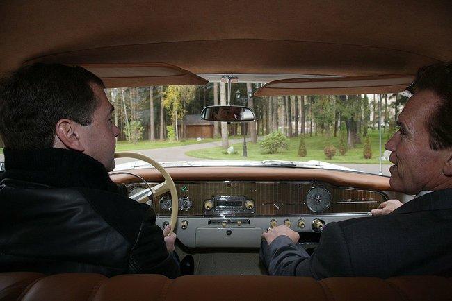 Дмитрий Медведев разрешил водителям ездить на 20 км/ч быстрее