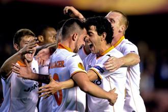 В 1/4 финала Лиги Европы «Валенсия» после поражения на выезде со счетом 0:3 дома разгромила «Базель» — 5:0