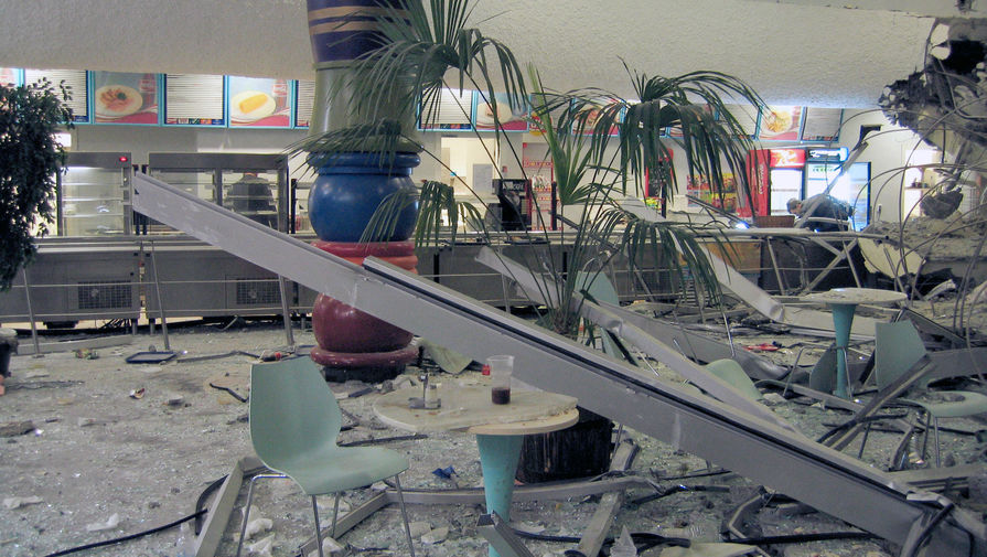 В «Трансвааль-парке» на следующий день после обрушения крыши, 15 февраля 2004 года