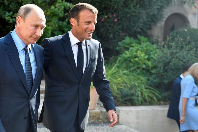 Президент Франции Эмманюэль Макрон и президент России Владимир Путин во время встречи во Франции, 19 августа 2019 года