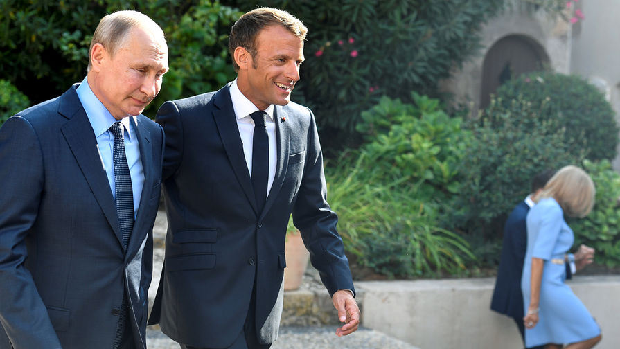 Макрон и Путин провели телефонные переговоры