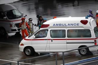Жюля Бьянки доставляют в больницу на карете скорой помощи