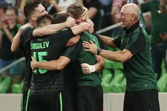 Игроки «Краснодара» празднуют забитый мяч в матче против датского «Люнгбю»